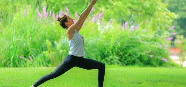 Yoga en plein air: enfin une bouffée d'air frais !